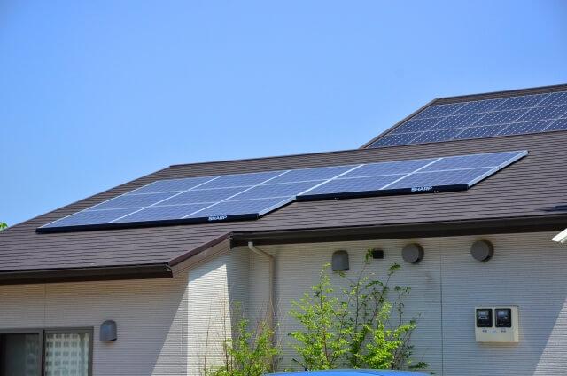 太陽光発電をするソーラーパネル
